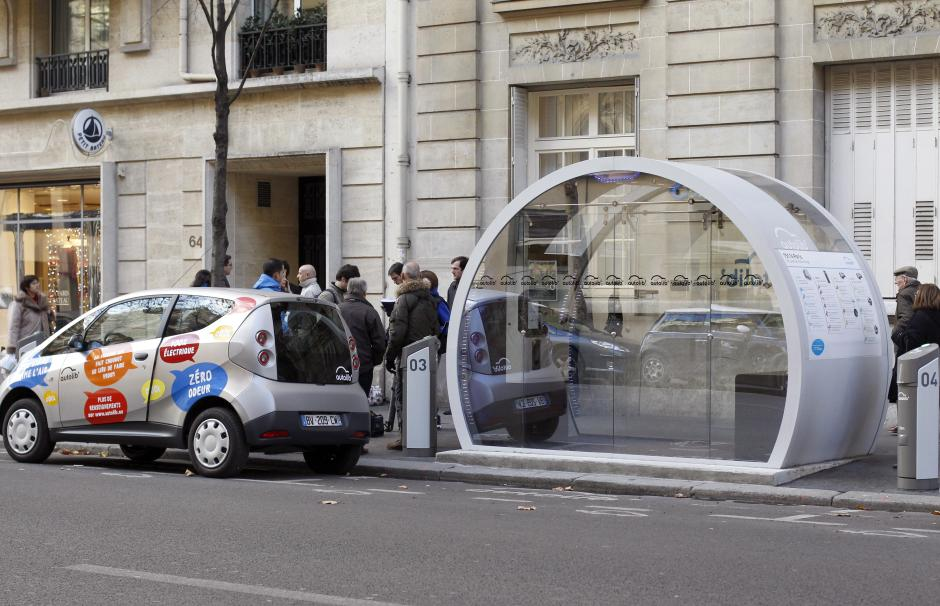Image of an Autolib 'station in Paris.
