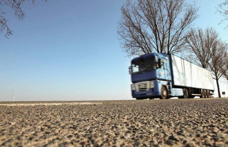 Image of a truck. These heavy-duty vehicles are increasingly running on natural gas.
