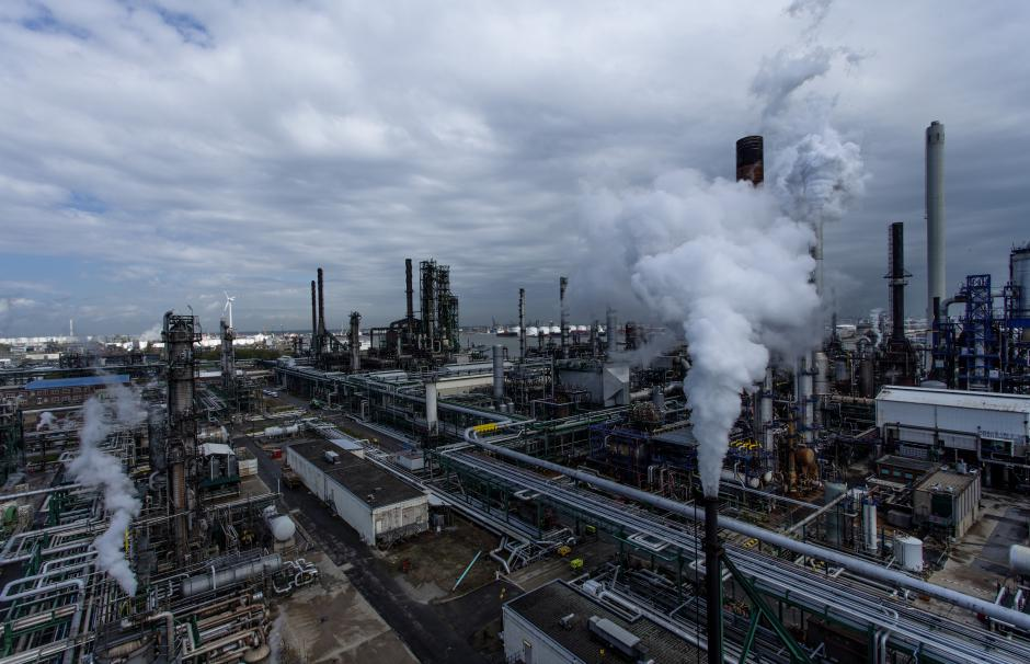 Technical and Business Challenges in the Refining Industry